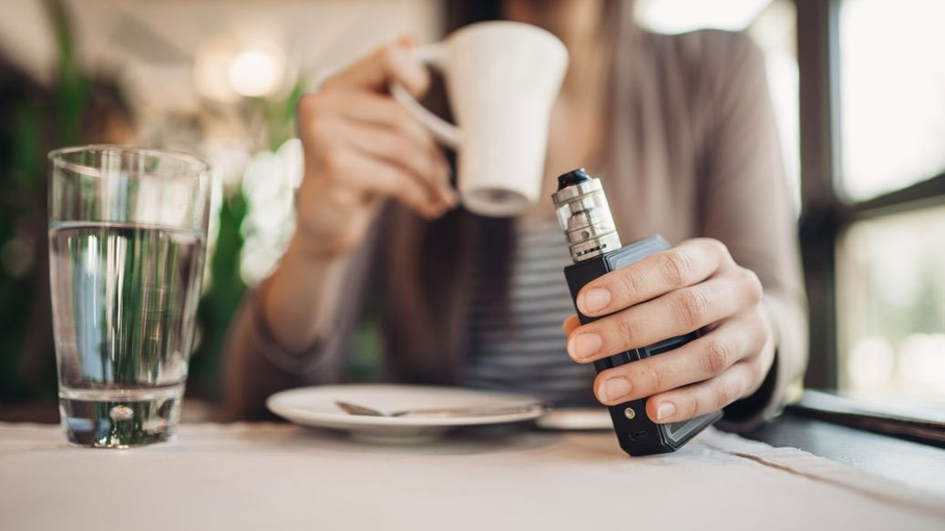 vaping in cafe